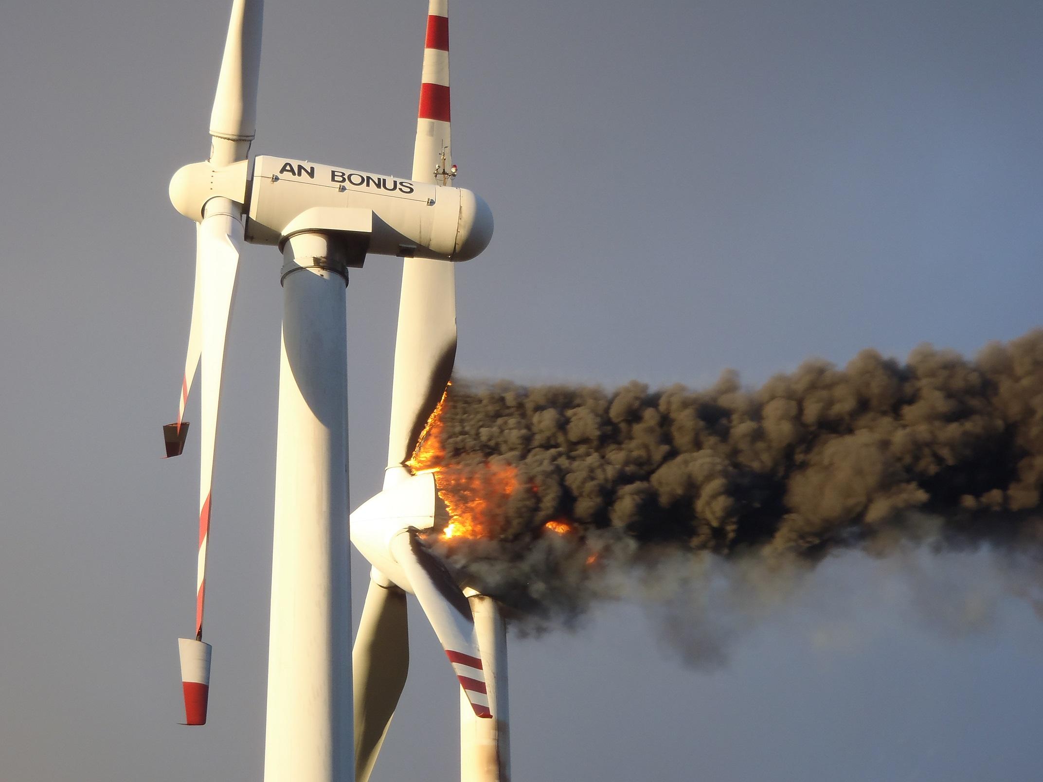 Pożar turbiny wiatrowej. (fot. KP PSP Koło)