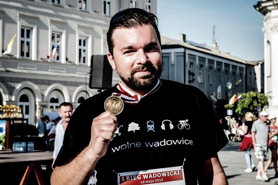 Burmistrz Wadowic naruszył apolityczność urzędu? Jest decyzja prokuratury