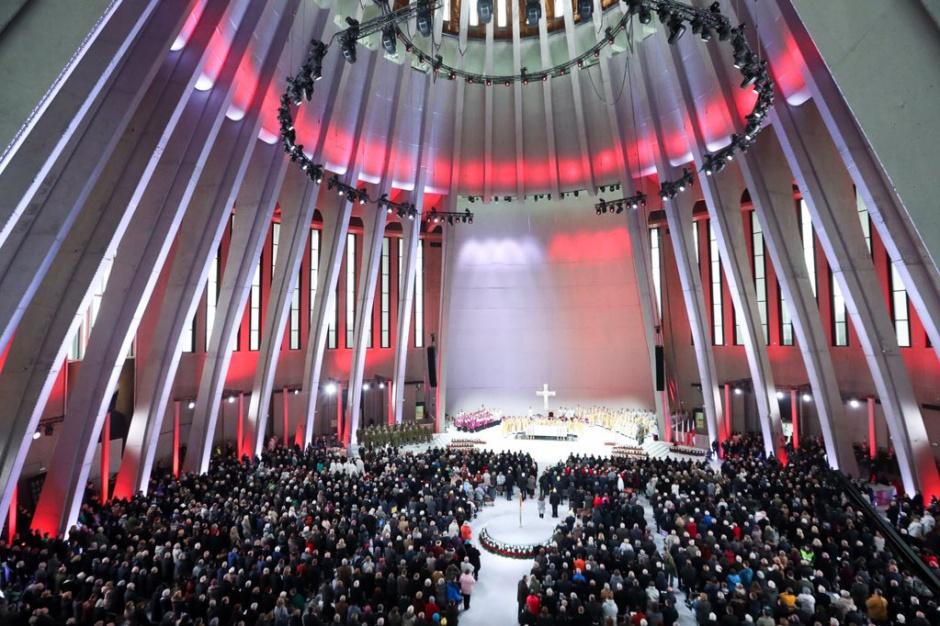 Kilka tysięcy osób uczestniczyło w otwarciu Świątyni Opatrzności Bożej