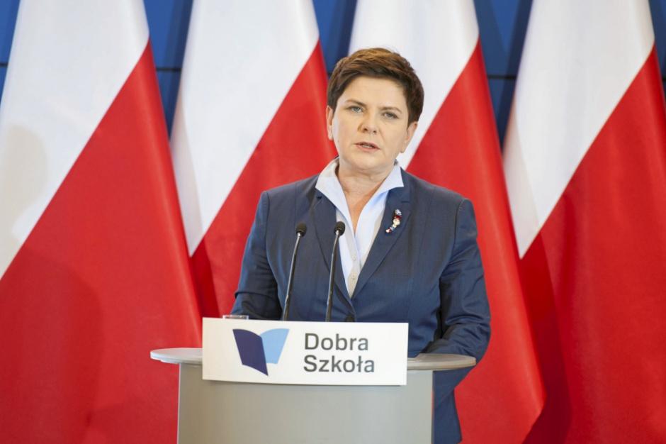 Rok rządu Beaty Szydło: Mieszkanie Plus to szansa, likwidacja gimnazjów to zagrożenie