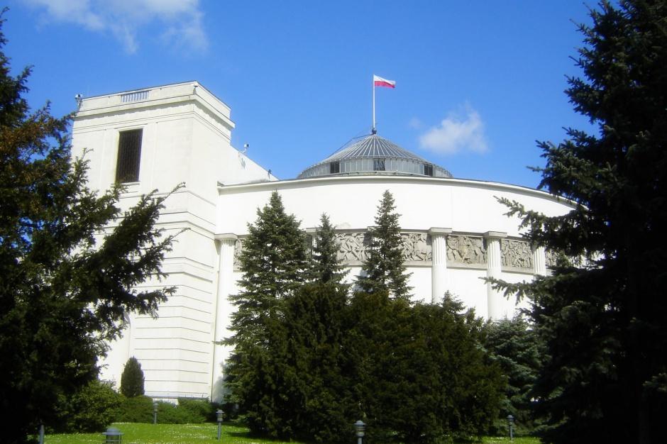Przed Sejmem pikieta przeciw reformie edukacji