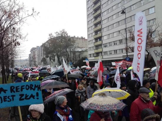 Reforma oświaty, nie dla chaosu w szkole: Petycja przeciw likwidacji gimnazjów złożona