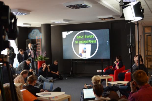 rugi etap, obejmujący mobilne prawo jazdy, ruszy w październiku 2017 r. (fot.mac.gov.pl)