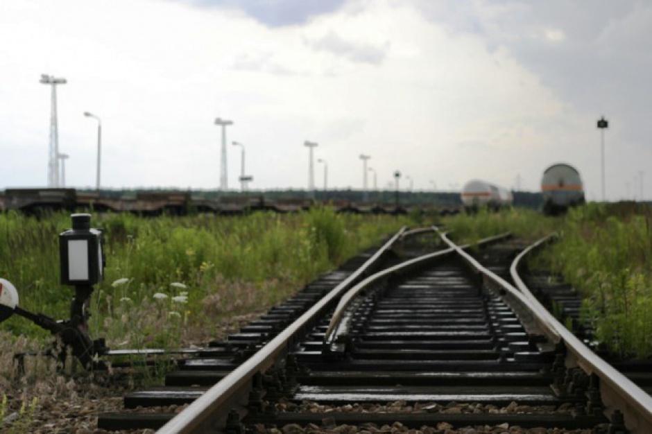 """Samorządowcy krytycznie o koncepcji przedłużenia """"szerokiego toru"""" do czeskiej granicy"""
