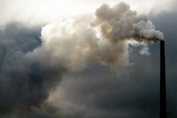 Wrocław. Aplikacja na telefon pozwala ocenić wpływ smogu na stan zdrowia