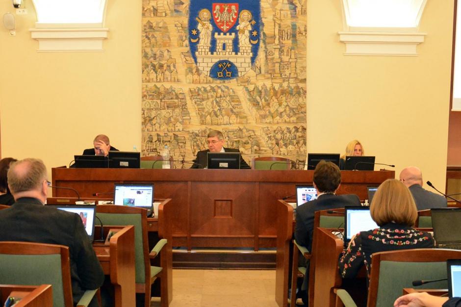 Poznań: Ponad miliard złotych na oświatę. Radni nie szczędzą krytyki