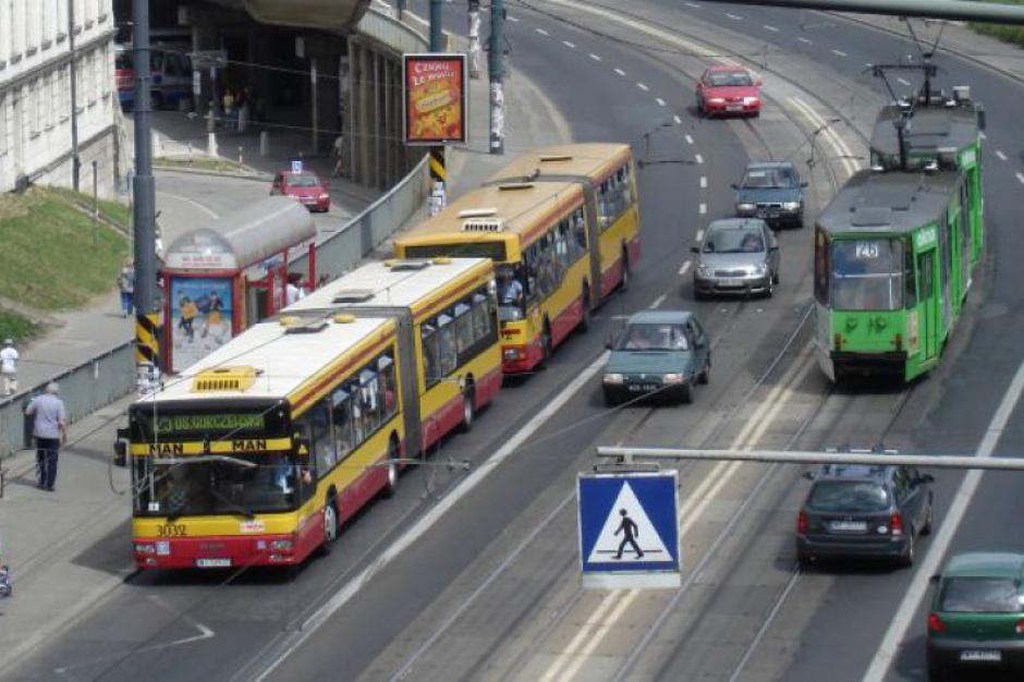 Warszawa, ZDM: komunikacja miejska zamiast prywatnych aut
