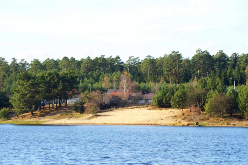 Starachowice: Wokół zalewu Lubianka powstaną plaże, przystań i miejsca piknikowe