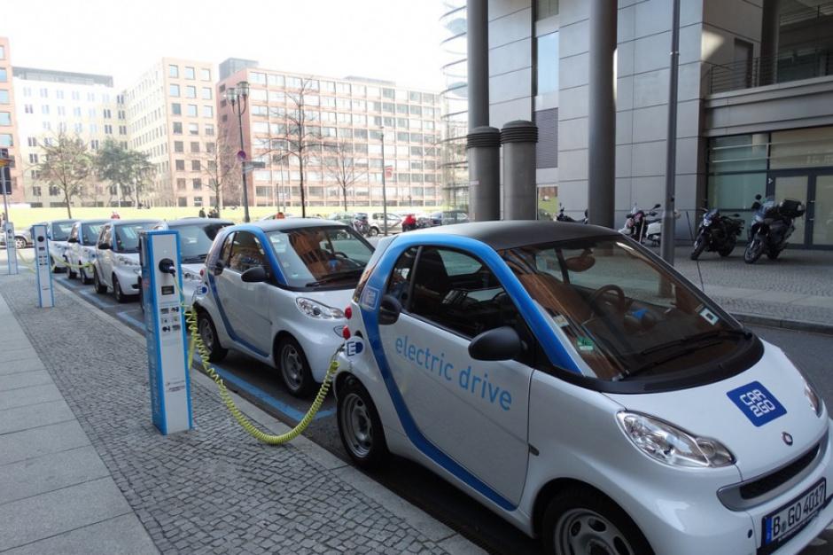 Milion aut elektrycznych wyjedzie na ulice miast