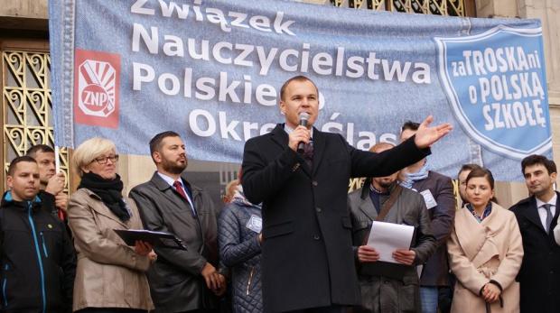 Zdaniem Kostempskiego proponowane przez rząd działania grożą utratą pracy przez nauczycieli i pracowników administracji oświaty (fot.facebook.com/POSlask)