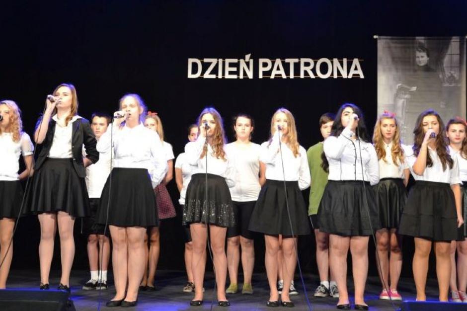 Likwidacja gimnazjów, reforma edukacji: Dzień patrona ze zmianami w oświacie w tle