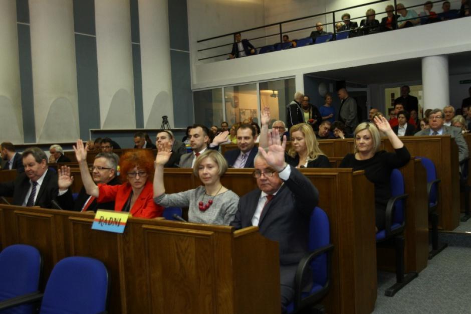 Reforma oświaty, likwidacja gimnazjów: Apel radnych Płocka o wycofanie reformy oświaty