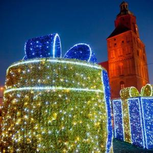 W Gorzowie miasto przyozdobiły duże rozświetlone prezenty(fot. UM Gorzów, Daniel Adamski)