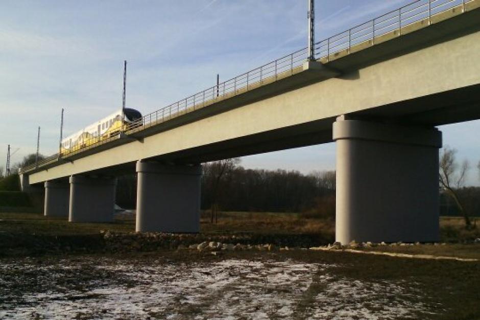 Nowy most kolejowy na Nysie Łużyckiej otwarty