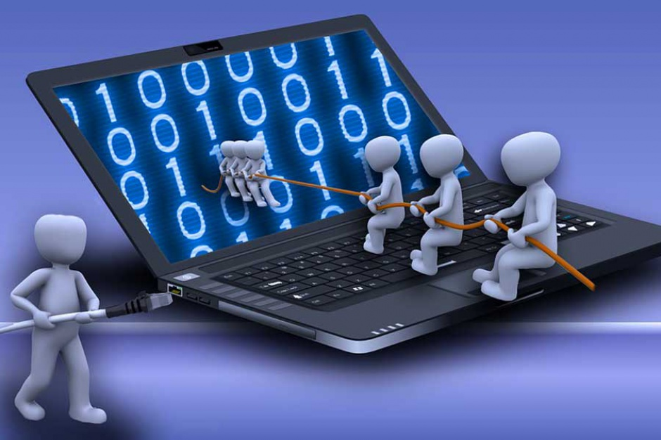 Śląskie, wyłudzania środków z UE na internet: Zarzuty dla 14 osób