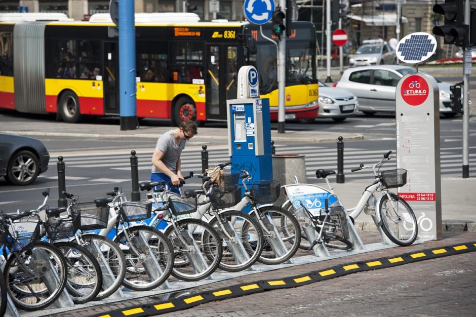 Warszawa: Prawie 1,9 mln wypożyczeń miejskich rowerów w sezonie 2016 r.