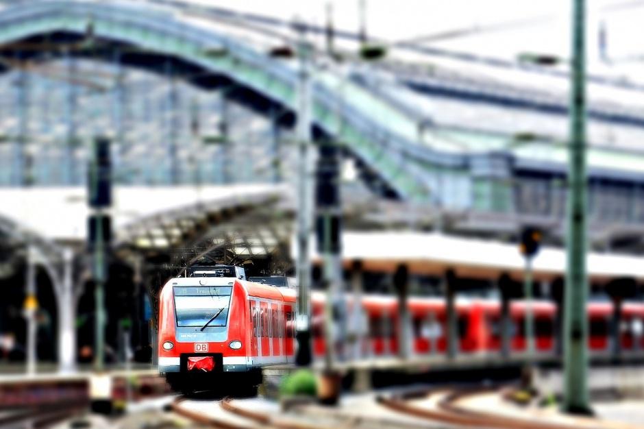 Pociągi: Opóźnienia coraz większe. Rośnie liczba odwołanych składów
