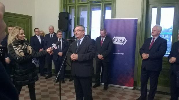 Min. Andrzej Adamczyk podczas otwarcia zmodernizowanego dworca kolejowego Wieliczka Park (fot.mib.gov.pl)