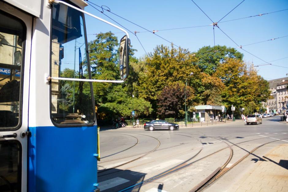 Rowerem po mieście taniej niż autobusem i tramwajem?