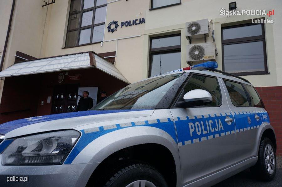 Koszęcińscy mundurowi zyskali nie tylko posterunek, ale także nowy radiowóz. (fot. Policja Śląska)