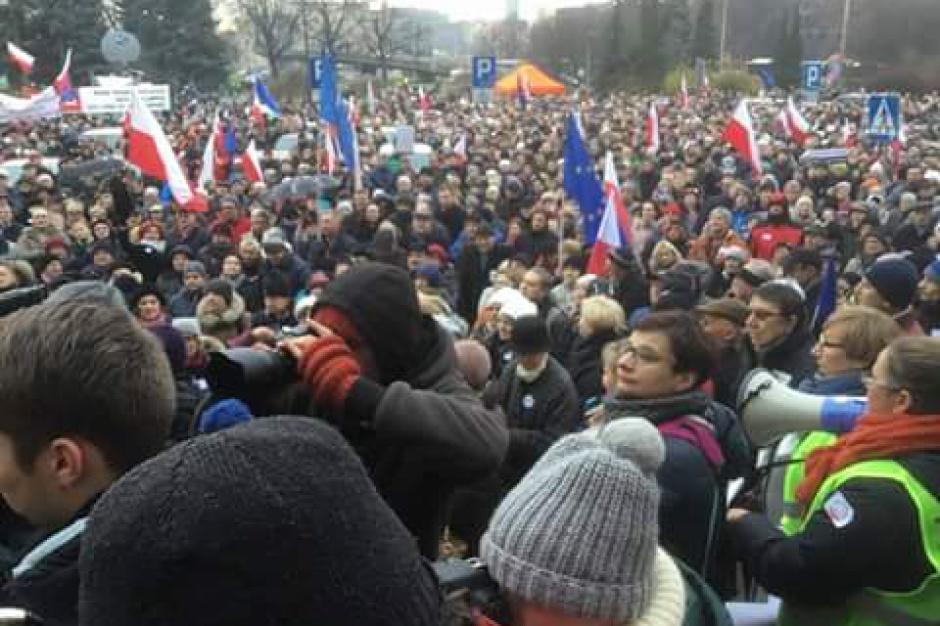 13 grudnia, manifestacje KOD w 35. rocznicę stanu wojennego w całym kraju