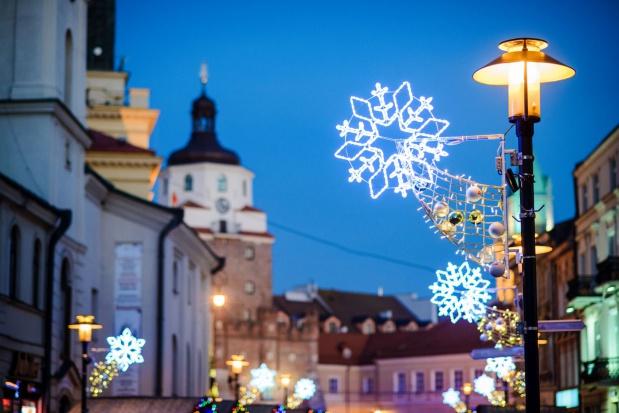 GDDKiA: Iluminacje świąteczne to forma reklamy i trzeba za nią płacić