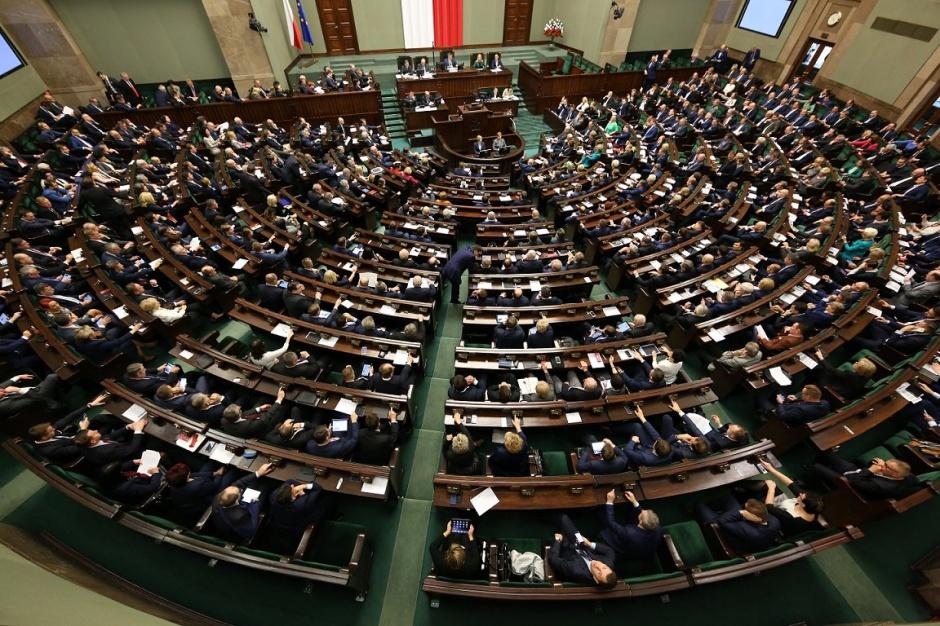 Sejm, reforma oświaty: Rozpoczęło się głosowanie nad rządowymi projektami reformy oświaty