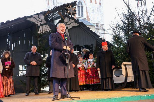 Prezydent Jacek Majchrowski, prezydent Krakowa podczas Wigilii na Rynku Głównym. (fot. Twitter/BSKraków)