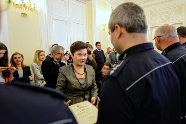 Warszawa: Hanna Gronkiewicz-Waltz wręczyła nagrody dla 56 stołecznych policjantów