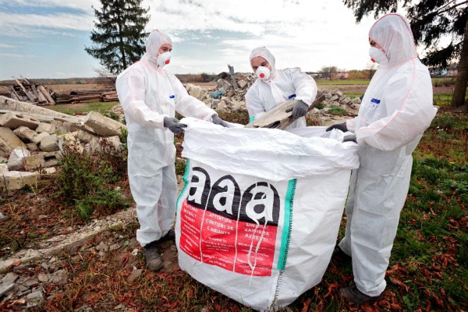 Program oczyszczania kraju z azbestu: są zaległości w wypłacie pieniędzy