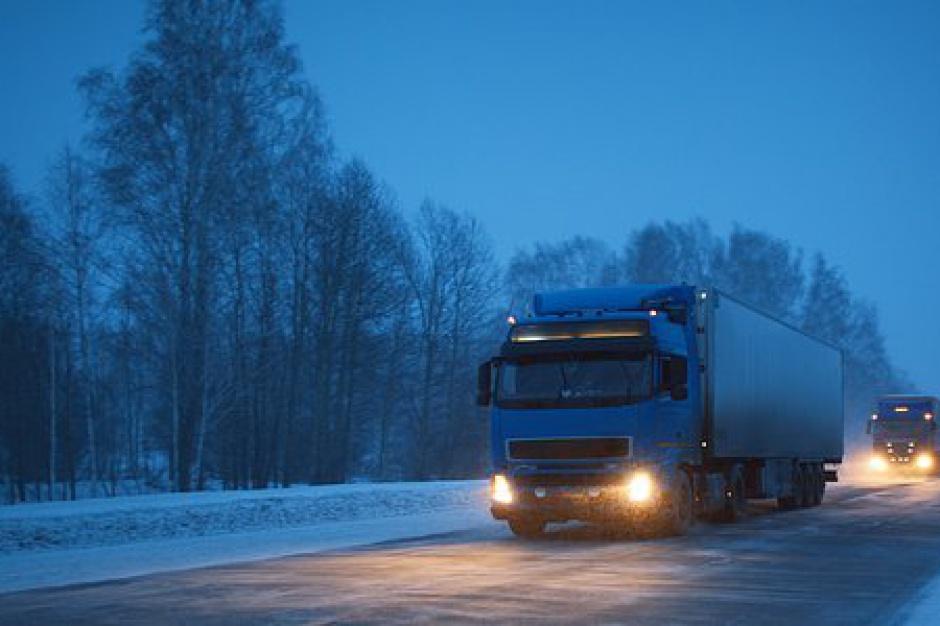 Drogowcy radzą sobie z zimą. Przejezdne wszystkie drogi krajowe