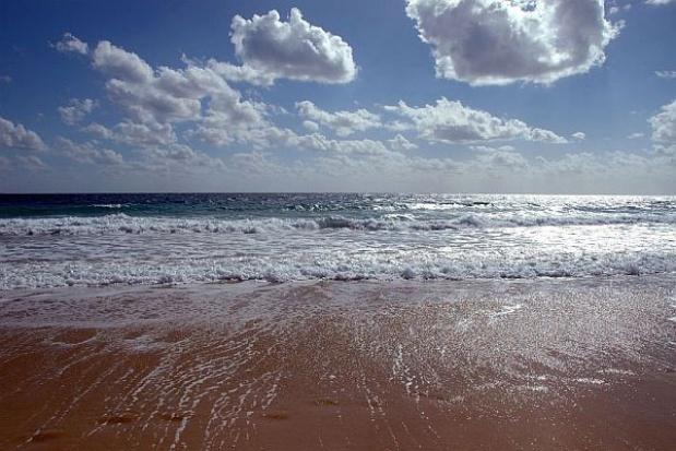 Pomorskie: W Ustce zalany bulwar portowy; nie ma zagrożenia dla ludzi