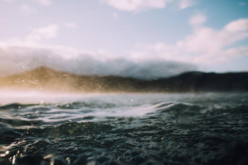 Pomorskie: Stany alarmowe wody w Bałtyku i rzekach przekroczone. Grozi nam powódź?