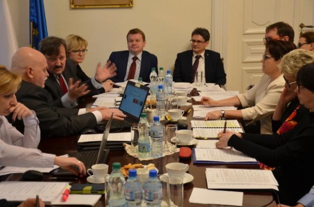 Reforma edukacji i likwidacja gimnazjów: Łódzkie samorządy w gotowości