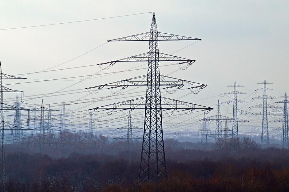 Rządowe Centrum Bezpieczeństwa: 3 tys. odbiorców nadal bez prądu