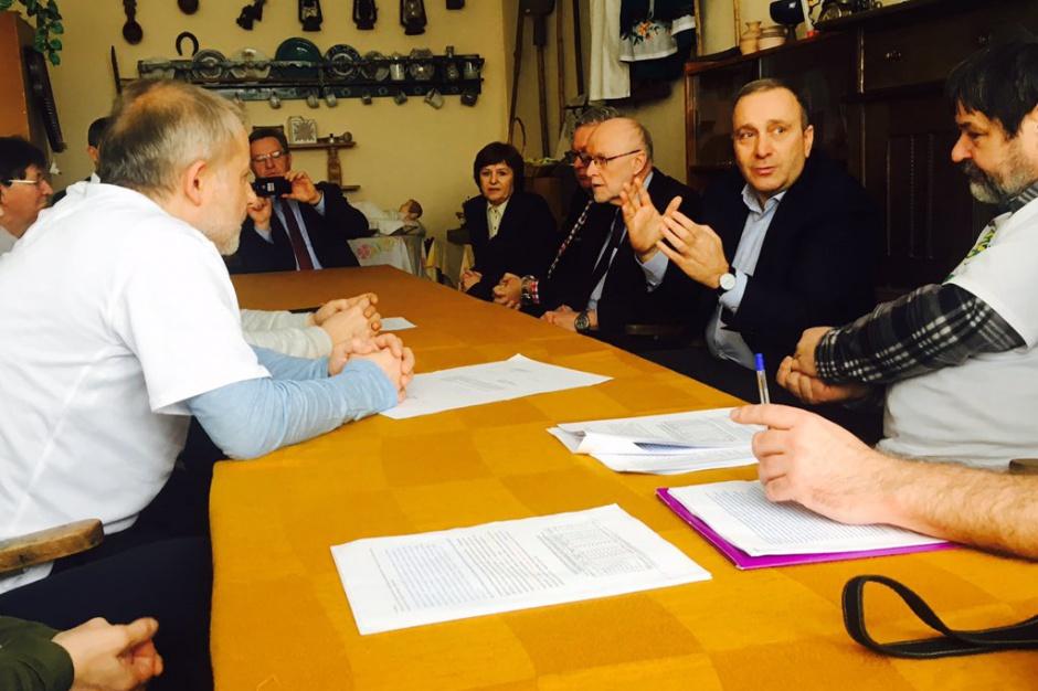 MSWiA: Wojewoda opolski 10 razy rozmawiał z protestującymi przeciw zmianom granic Opola
