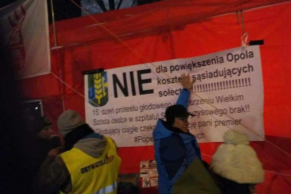Opole, Dobrzeń Wielki, strajk głodowy: Wojewoda opolski jest w kontakcie z protestującymi