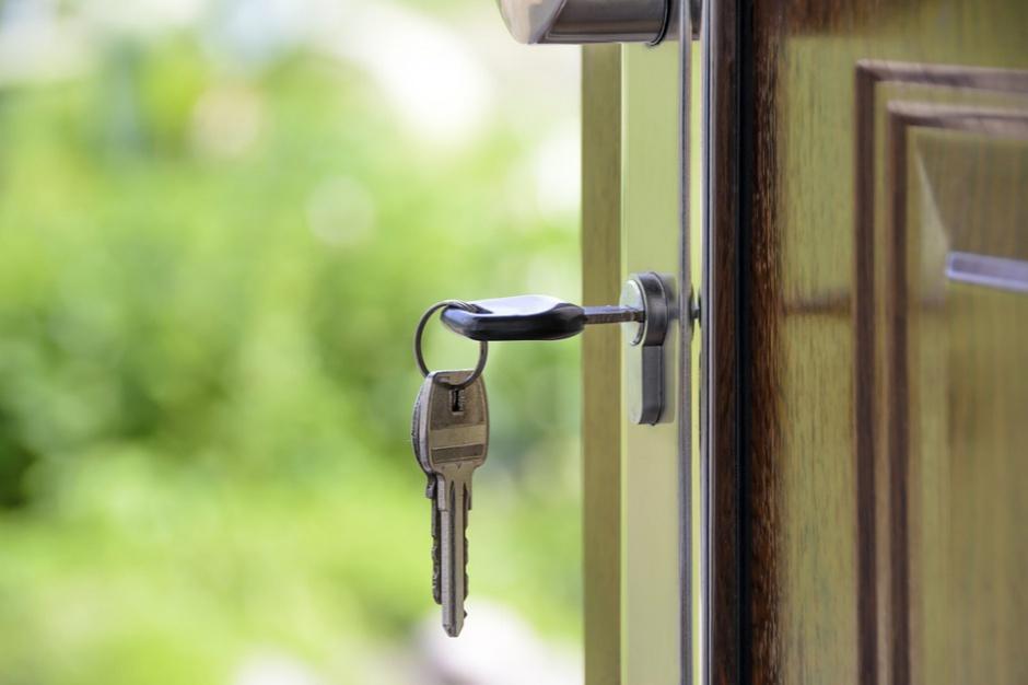 Sosnowiec: Zdolni absolwenci odebrali klucze do mieszkań