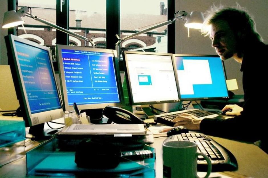 MRPiPS: Wszystkie komputery, dostarczone gminom przez resort, mają legalne oprogramowanie