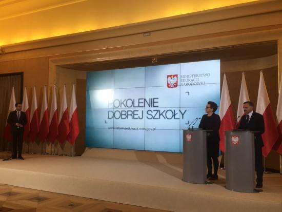 Reforma oświaty, Zalewska: Nie chcemy zrzucać na samorządy odpowiedzialności za sieć szkół