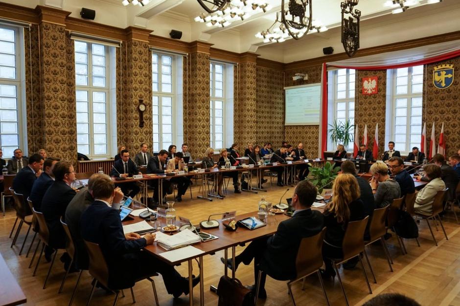 Nowy radny Opola ślubował gminie Dobrzeń Wielki. Prawnicy mają problem