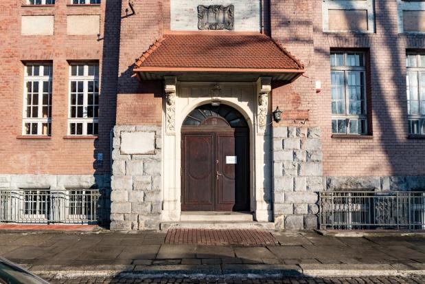 Opole: Miasto oddało budynek szkoły. Zyskają dwa sądy