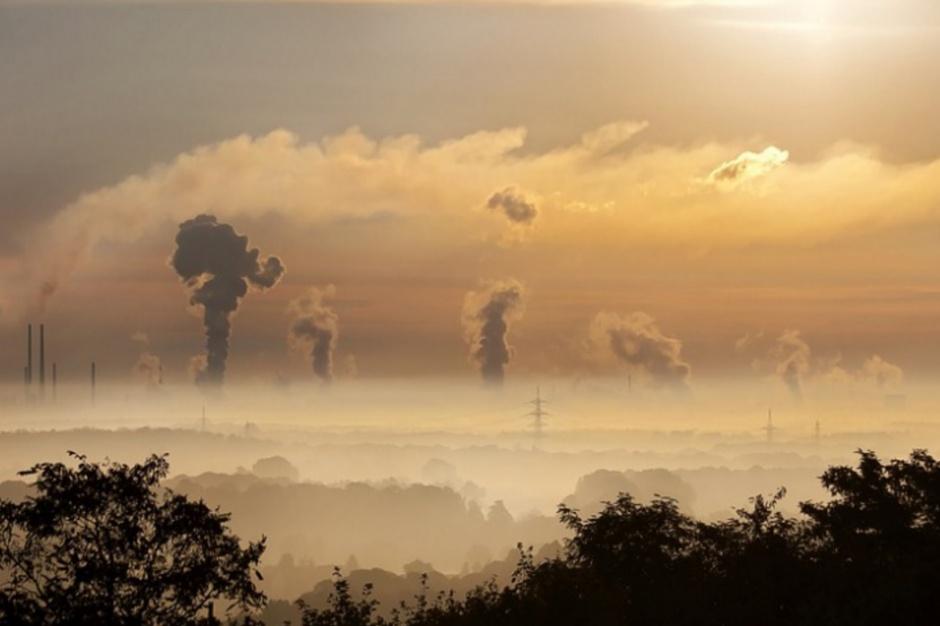 Smog: Wysokie stężenie zanieczyszczeń powietrza na Śląsku