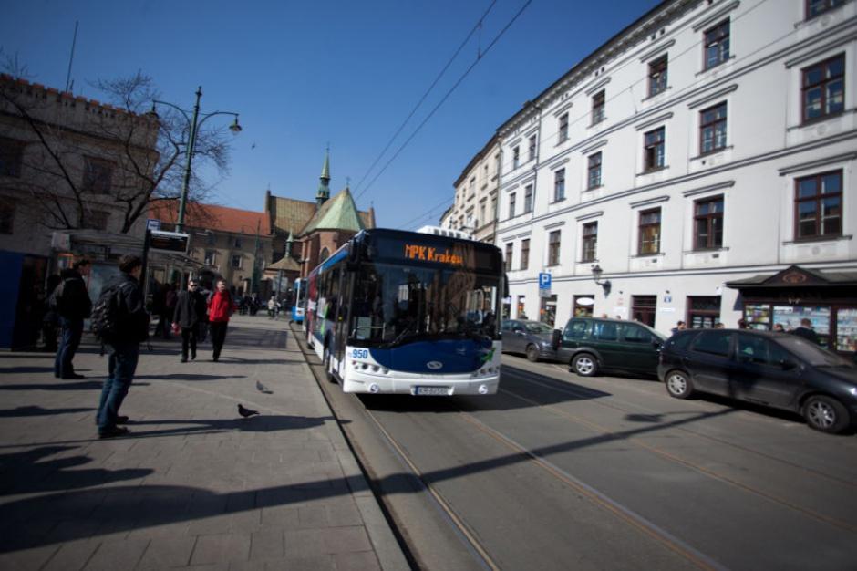 Smog: Autobusy w Krakowie dalej darmowe. Z powodu zanieczyszczeń powietrza