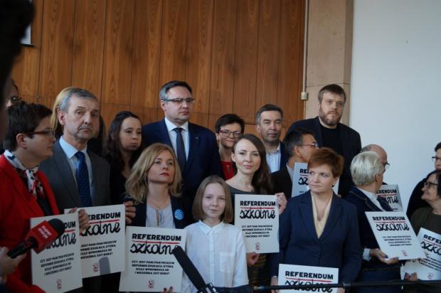 Rozpoczęto zbiórkę podpisów pod referendum ws. reformy edukacji