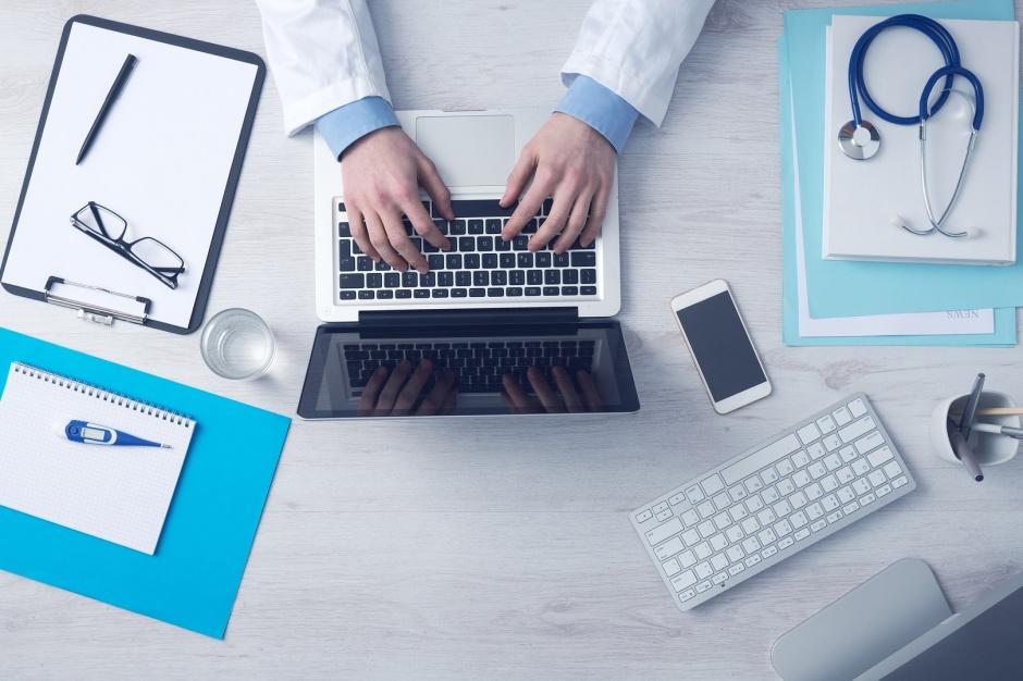 Lekarz z internetu: Sposób na kolejki do lekarza?