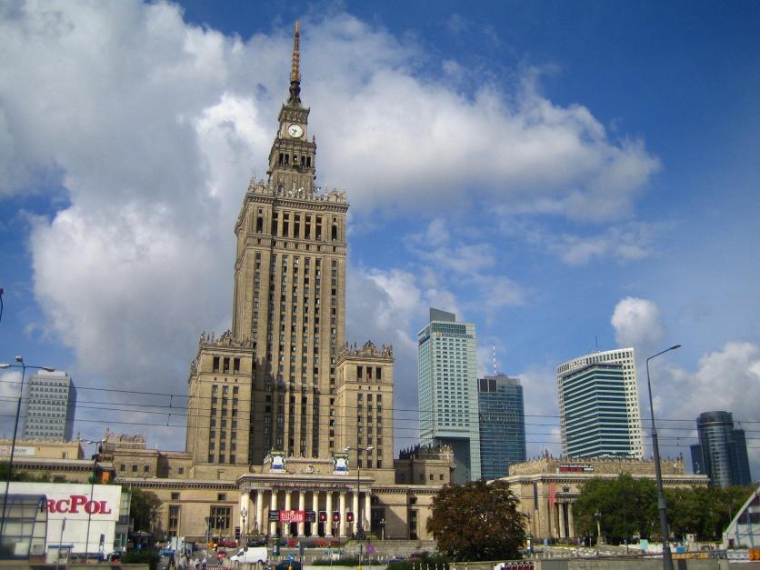 Pałac Kultury i Nauki w Warszawie, jeden z symboli miasta, źródło: wikipedia.com/CC