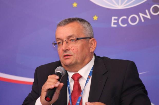 Minister Adamczyk: Włączamy nowe standardy budownictwa drogowego