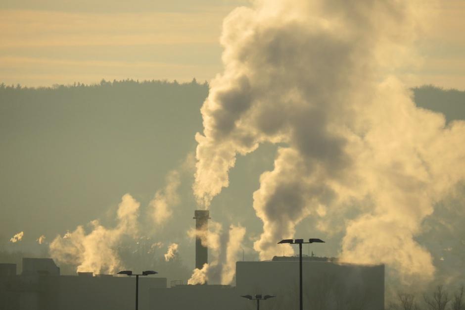 W Krakowie smog, w sobotę darmowa komunikacja publiczna