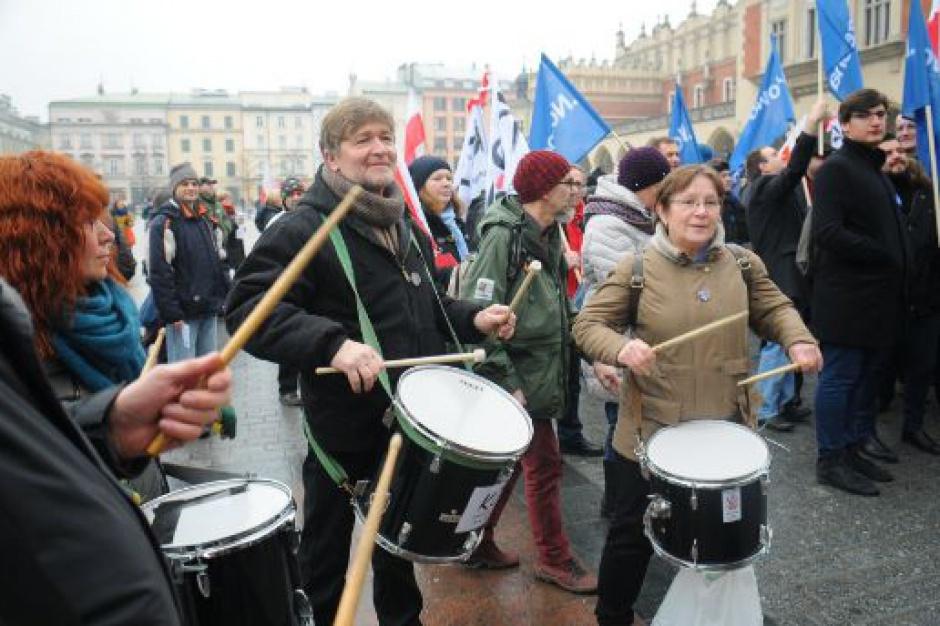 W Krakowie, Kielcach, Oświęcimiu demonstracje KOD przeciwko reformie KRS